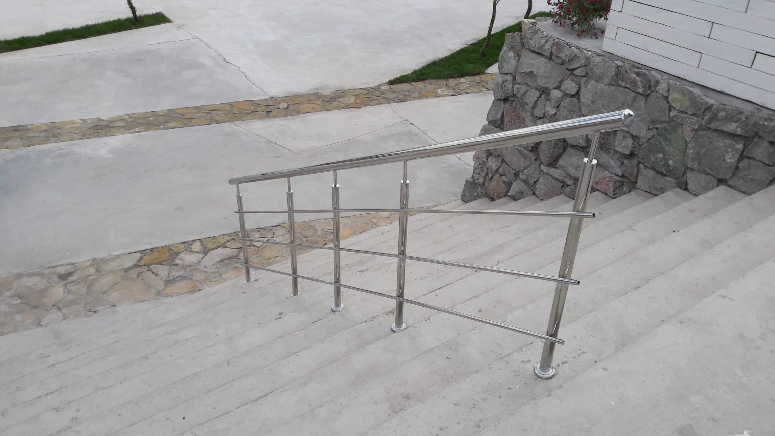 Усиленные стойки из нержавеющей стали в Аквапарке, Днепр