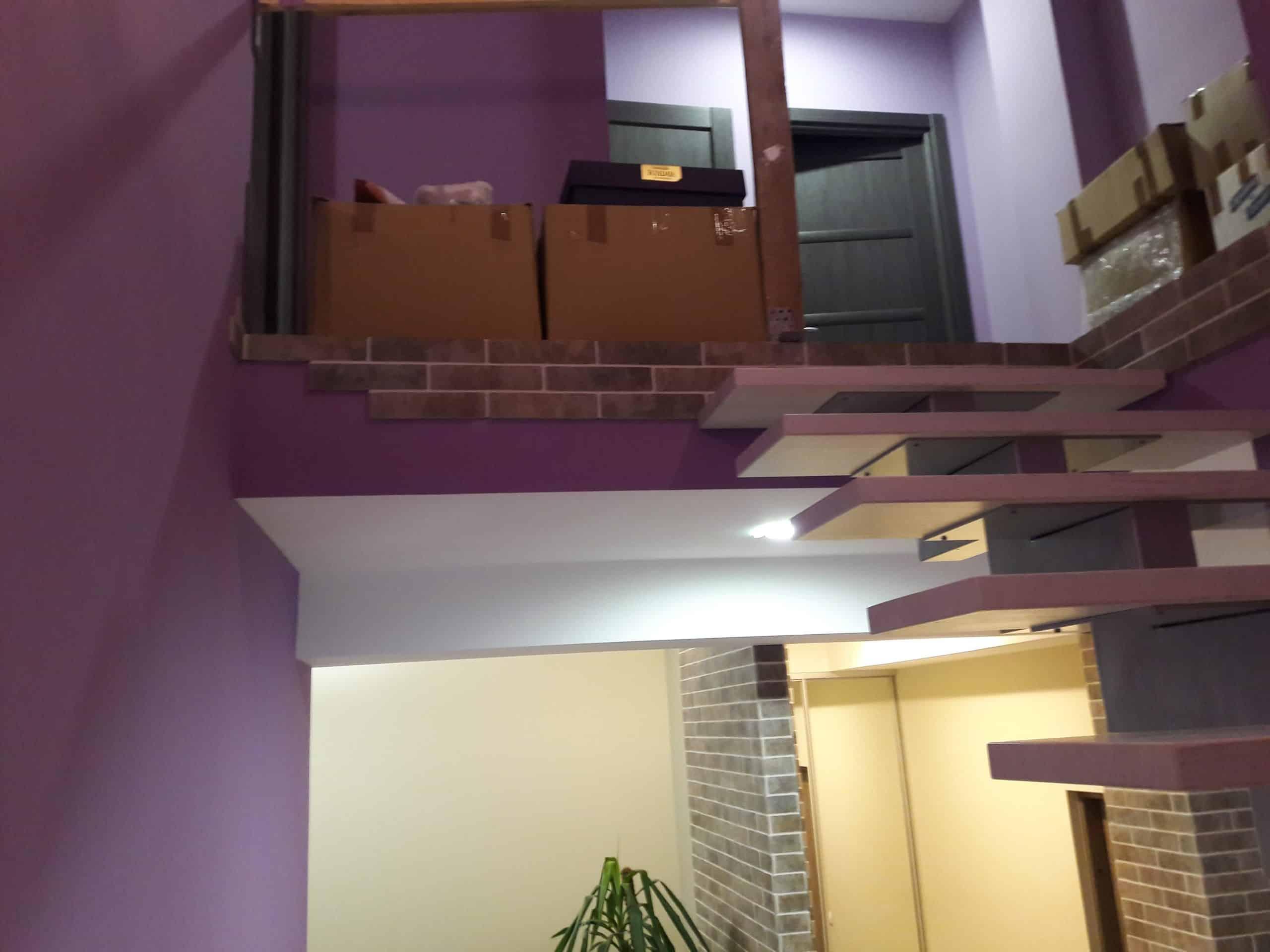 Вид лестницы с выходом на 2-й этаж