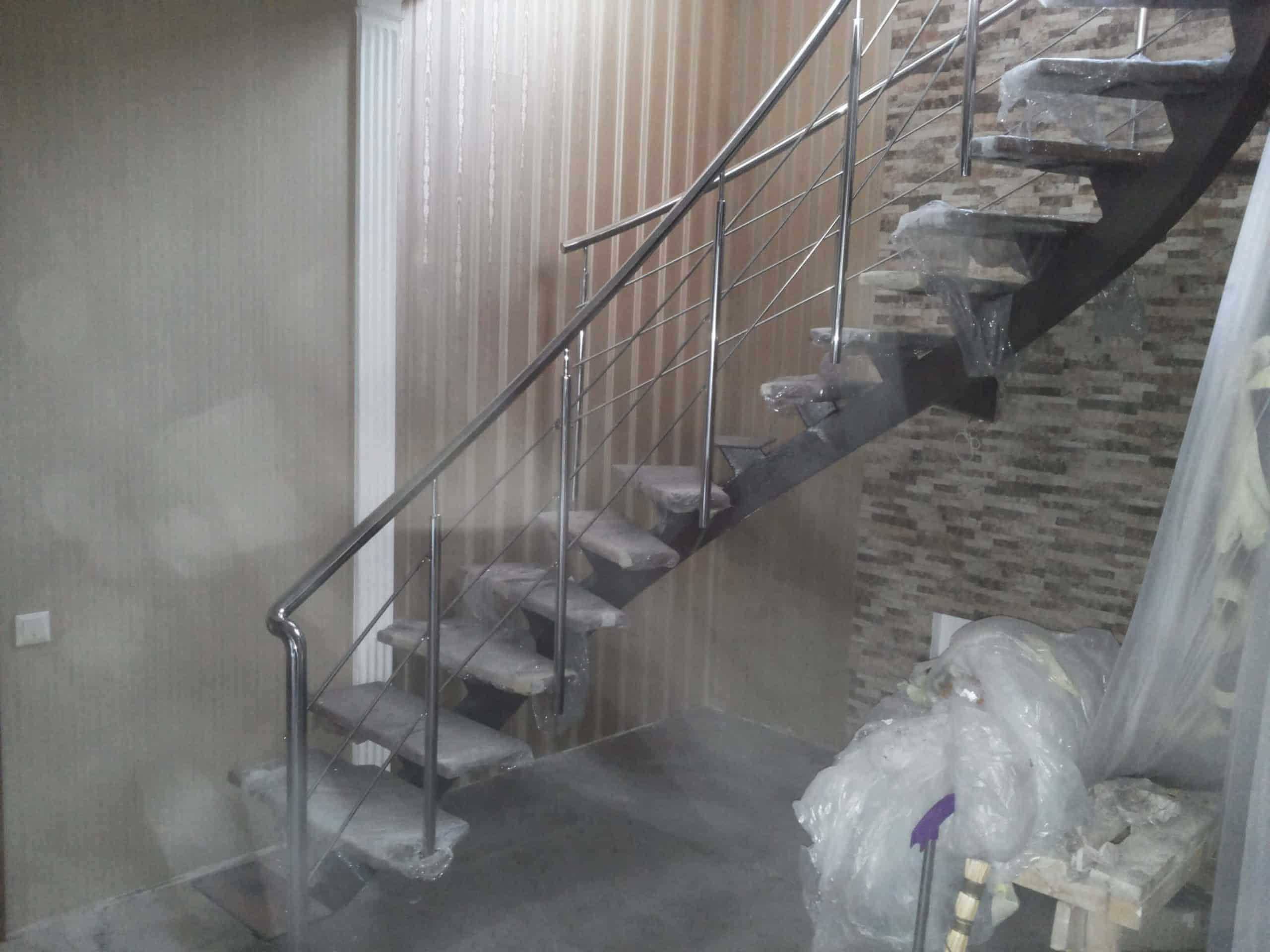 Винтовые перила для лестницы (вид сбоку)